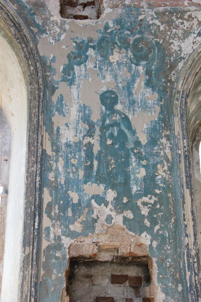 Святой лик настене старой церкви