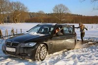 2 Girls stuck in snow with a BMW (Video 033). some screenshots of this
