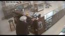 Самые тупые грабители вооруженная парочка пыталась ограбить оружейный магазин