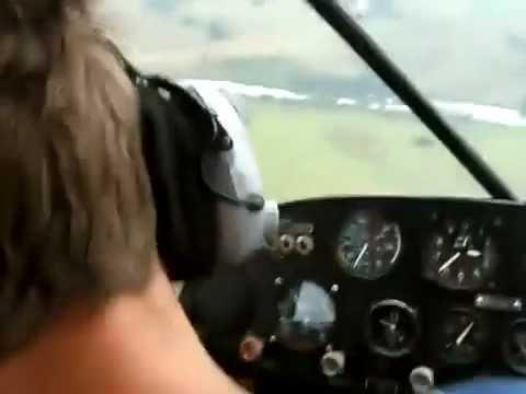 Piloto de avião finge desmaio, e colega entra em pânico