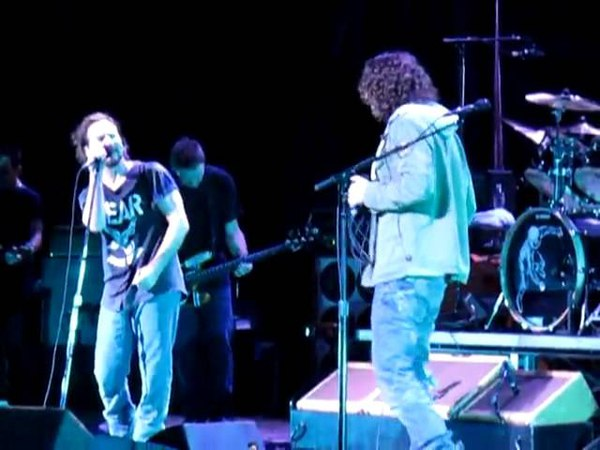 Chris Cornell Eddie Vedder - Hunger Strike. Temple Of The Dog Reunion. Live Alpine Valley 04.09.2011