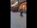 Маленький любитель клубнички надолго запомнил рекламный фургон стриптиз-клуба