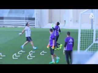Луис Ллопис тренируется с Кейлором Навасом, Кико Касилла и Рубеном Яньесом