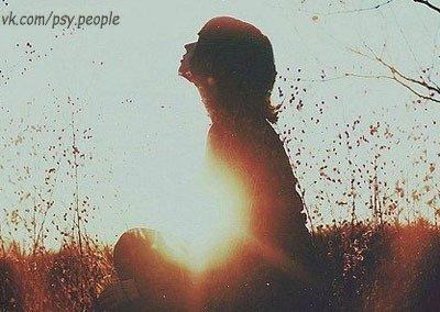 Сдерживать свои эмоции - очень плохо. Всегда нужно делать так, как руководит тобой некая сила, субстанция, находящаяся недалеко от сердца, так называемая душа. Если ты злишься - то нельзя подавлять эту злость. Если ты хочешь кричать - надо кричать. Нельзя оставлять ни капли злости в этой чертовой субстанции. Если ты хочешь плакать - то плачь столько, сколько нужно. Если хочешь бить - бей (это не распространяется на твоих близких). Выплескивай все до капли, чтобы оставлять пустым то место,…