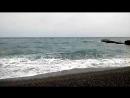 Черное море. Пустынный пляж. Люди. Крым в апреле 2018.