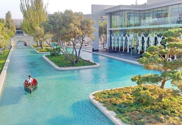Баку-Азербайджан. Ресторан Венеция (Бакинский бульвар)