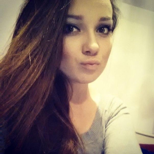 Фото одной девушки красивой
