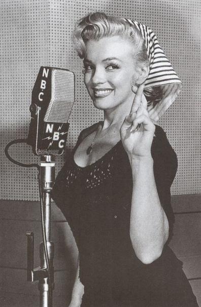 Мэрилин Монро на радио NBC.