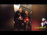 Богиня в вагоне метро общается с простым народом (ору)