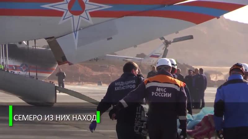 Спасатели эвакуируют пострадавших при стрельбе в керченском колледже в медучреждения расположенные в других регионах России