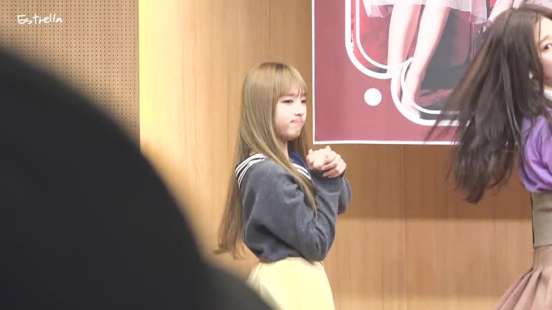 181117 Oh My! fansign performance. Yena fancam