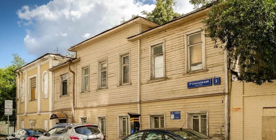 Так дом выглядел в 2010-х годах до начала реконструкции. Фото из открытых источников.
