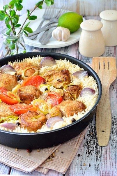 Грудка куриная, запеченная с рисом и овощами