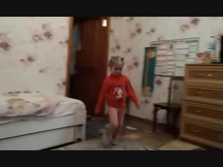 Настя танцует 👍☺️😍🤩😻🐵🐶🐯🐷🦄🐱🙂😁😀😃😺