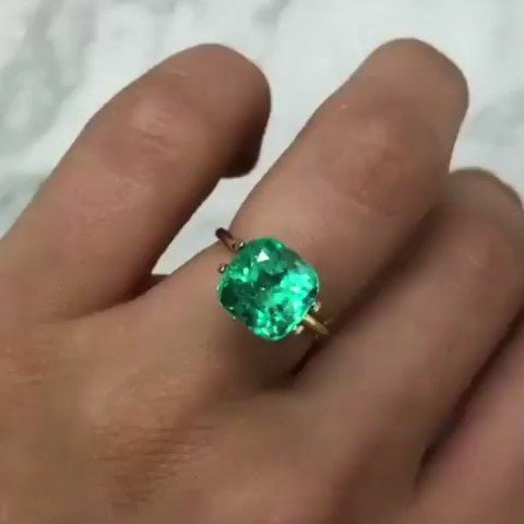 Наряду с алмазом и рубином, изумруд считается одним...