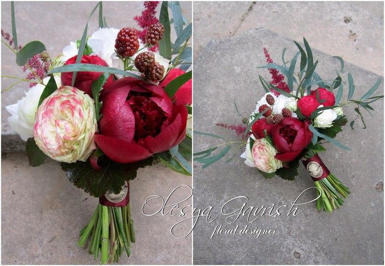 Свадебный букет бордовые розы — photo 5