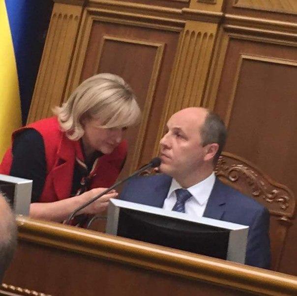 Новый закон о ГПУ позволит дать ход более тысячи дел против тех, кто предал Украину, - Луценко - Цензор.НЕТ 704
