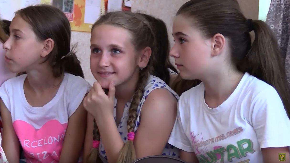 Детям пришкольных лагерей Республики доставили сладости от Народной Милиции