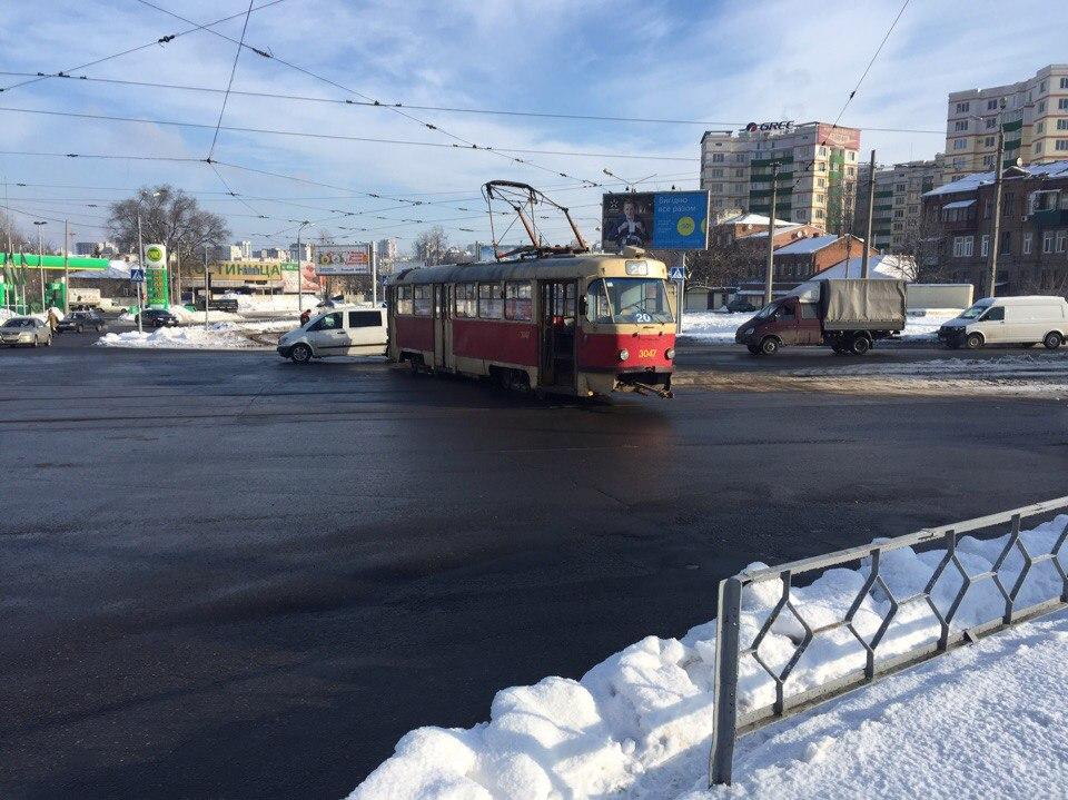 В Харькове трамвай сошел с рельсов (ФОТО)