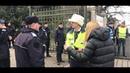 Umiliți și batjocoriți din ordinul lui Dragnea Scene ireale la porțile Parlamentului