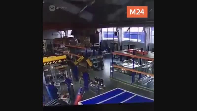 Кадры обрушения кровли завода в подмосковном Дзержинском
