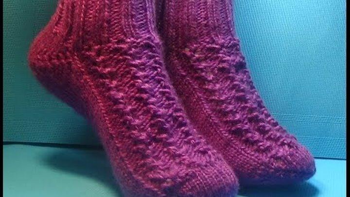 Вязание спицами . Домашние тапки- Носки с пяткой бумеранг