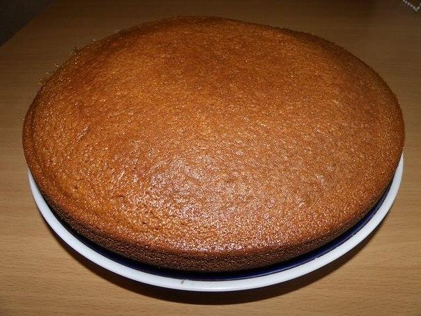 """Пирог """"Манник""""  Это очень простой и вкусный пирог, который фактически готовится из подручных продуктов. На самом деле, простота рецепта и скорость приготовления это основные достоинства манника - испечь его по силам любой хозяйке, даже самой неопытной.."""