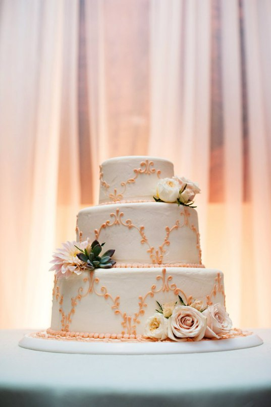mKkBOyAU6vc - Золотые и серебряные свадебные торты 2016 (70 фото)