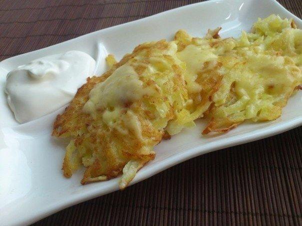 Картофельные драники с сыром.