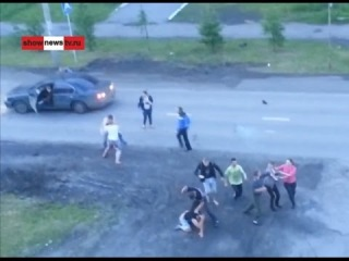 Коллективное побоище на улице Спорта. Real Video   Туринск  