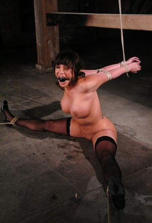 Big booty light skin tranny drag queen