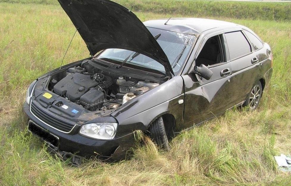 Под Таганрогом 19-летний парень угнал и разбил автомобиль своего знакомого