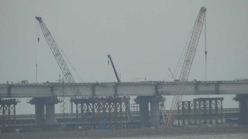 Керченский мост.Таманское направление.Вид из-за дурки- под фортом.