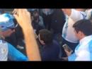 Аргентинцы поют для товарища с ограниченными возможностями