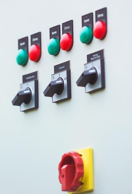 Разъединитель или разъединитель могут полностью отключить питание по соображениям безопасности или технического обслуживания.
