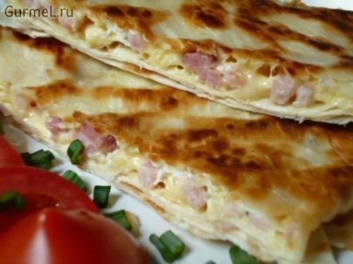 Ёка — гениальный сырный омлет в лаваше Ингредиенты: -Лаваш