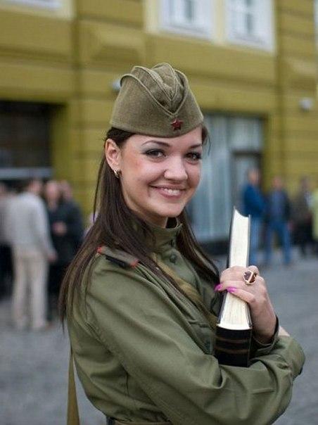 ochen-krasivie-foto-devushek-v-voennoy-forme