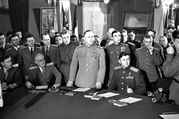 Подписание Акта о безоговорочной капитуляции всех вооруженных сил Германии Карлсхорст8 мая 1945 года.