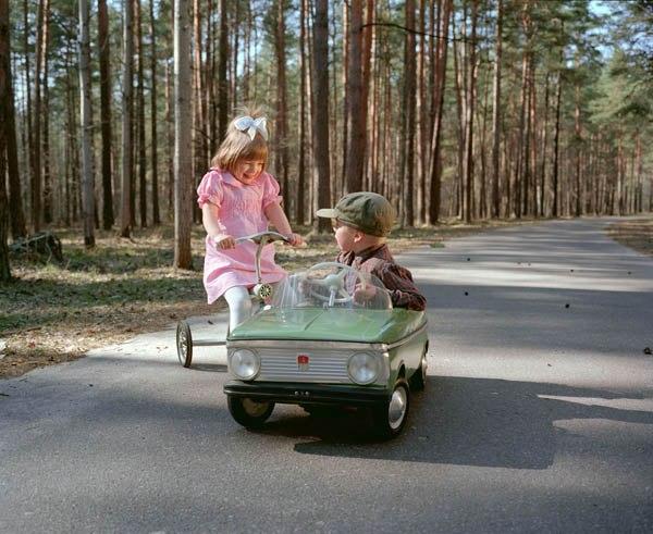 Фотопроект «Амнезия» фотографа из Латвии, который инсценировал советское прошлое В серии работ под названием «Амнезия» автор инсценирует картины из повседневной жизни, канувшие в Лету из-за