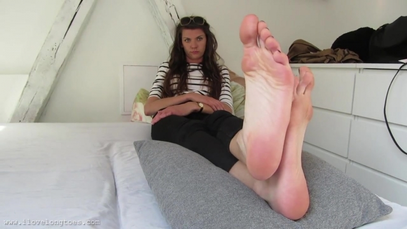 Hania size big feet 45