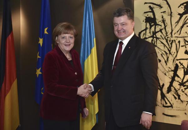 Порошенко, Меркель и Байден призвали к немедленному перемирию в Донбассе