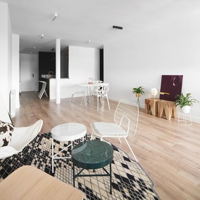 Черно-белая квартира в Барселоне