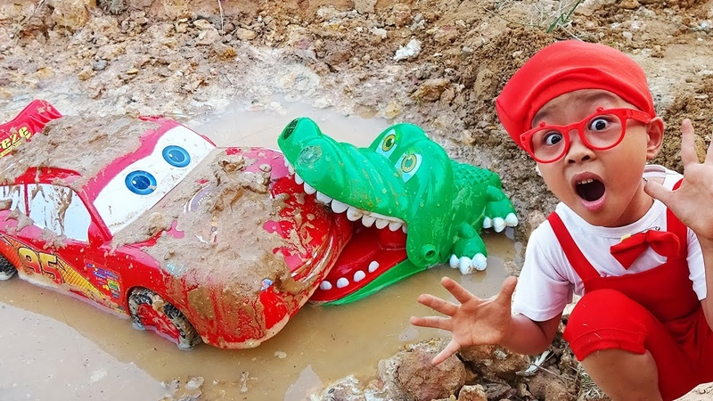 Disney Cars Lightning McQueen car falls into crocodile mud rescue by Dave Mario and brother