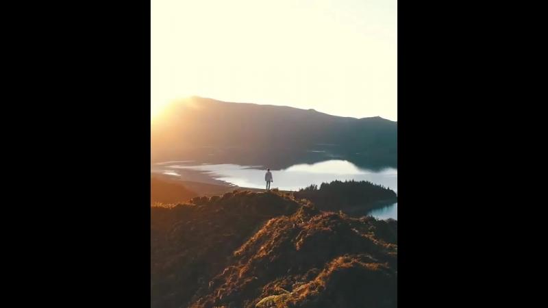 Чтобы видеть многое, надо научиться не смотреть на себя: эта суровость необходима каждому, кто восходит на горы.