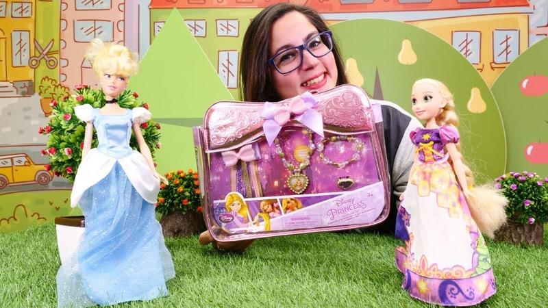 Çocuk videosu. Sindirella Rapunzel'in takı kutusunu açıyor.