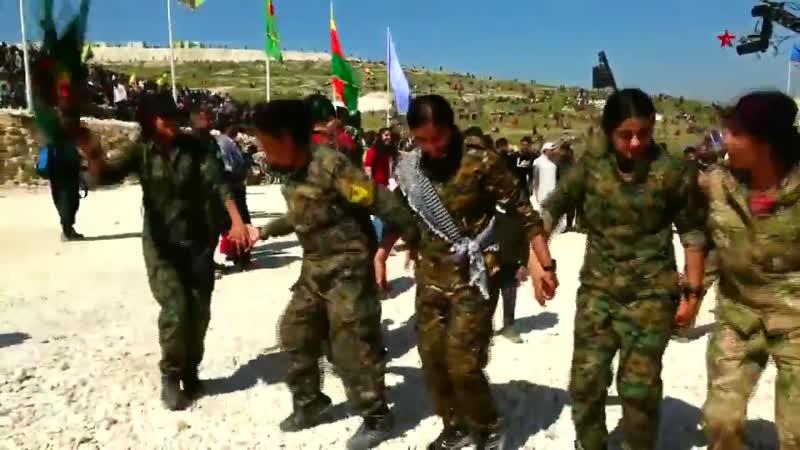 Şervanên YPJê li Kobanê coşa Newrozê bi gelê xwe re pîroz kirin. - YPJ