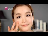 Korean girl teaching makeup