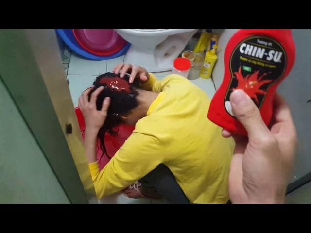 Tuấn Anh Nguyễn - Trò Đùa Gội Đầu Với Tương Ớt Và Nước Mắm ( Shampoo Prank )