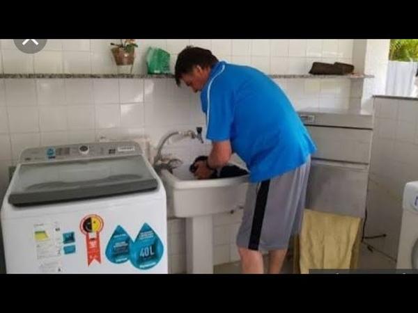 Bolsonaro lavando roupa Que homem humilde que homem prendado