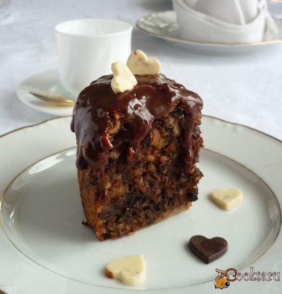 По традиции торт готовят из темного шоколада и миндаля.Он получается хрустящим снаружи и мягким внутри, имеет богатый вкус и темный шоколадный цвет.Прекрасный десерт для романтического ужина!